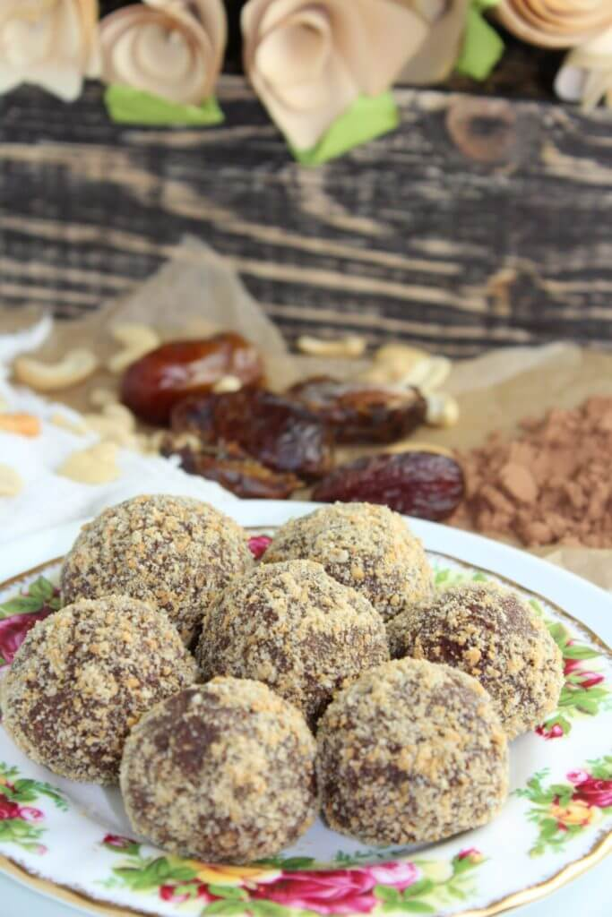 Vegan Cashew Chocolate Truffles - No Bake