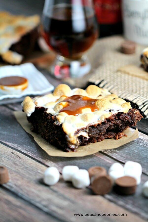 Perfect Father's Day treat, these cognac brownies are aromatic with vanilla and smoke notes, stuffed with caramels and topped with a homemade caramel sauce.