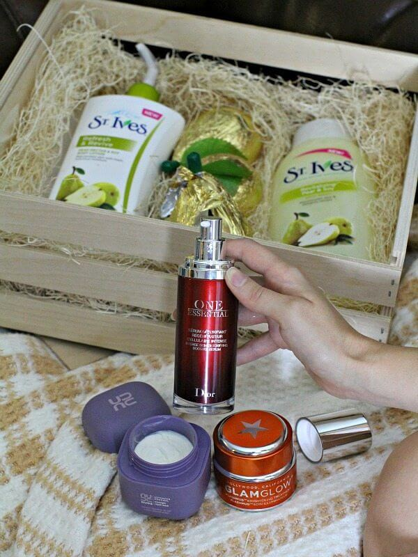 St. Ives® Refresh & Revive Pear Nectar & Soy Body Lotion
