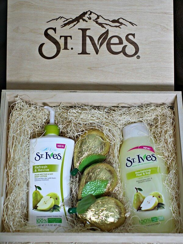 St. Ives Refresh & Revive Pear Nectar & Soy Body Lotion
