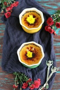 Pumpkin pie creme brûlée is a French classic dessert transformed to sweeten your Thanksgiving table with its pumpkin flavor and crunchy top.