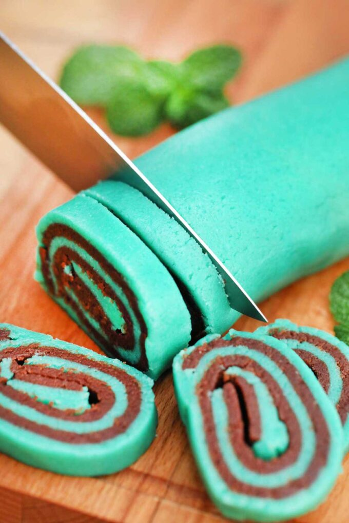 image of mint chocolate cookies raw sliced