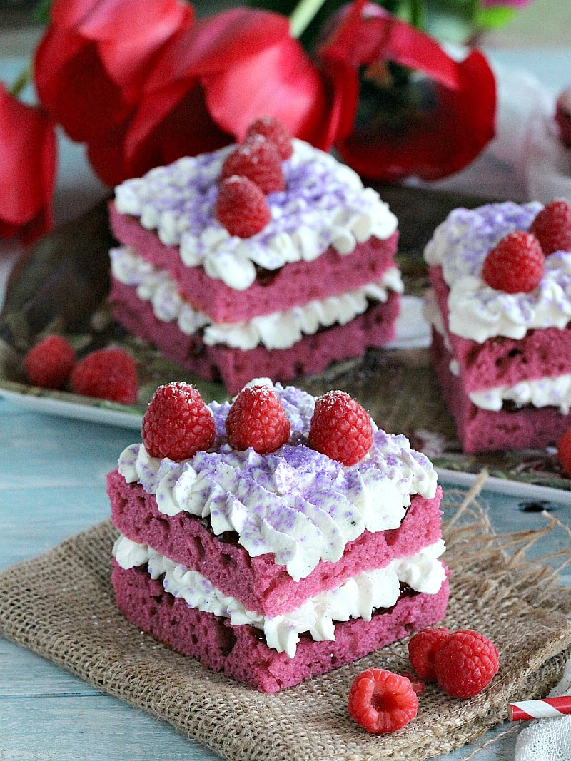 Raspberry jam cakes