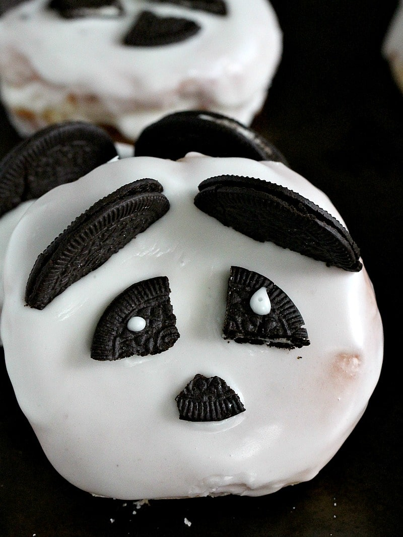 Panda Donuts are easy and fun to make with family and kids. No baking or frying involved, these Panda Donuts are ready in 10 minutes!