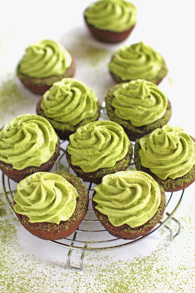 Matcha Cookie Cups with easy mascarpone cream cheese matcha green tea frosting.