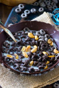 2 Ingredients Edible Chocolate Cereal Bowl is the only way I want to be served my cereal for the rest of my life. Sweet, chocolaty, crunchy and entirely edible!