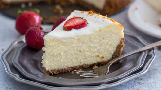 Sliced classic cheesecake with strawberries