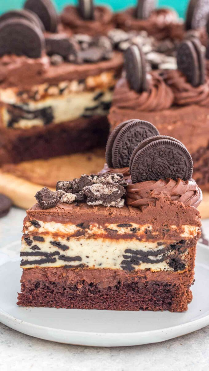 Image of sliced oreo cheesecake on a white plate.