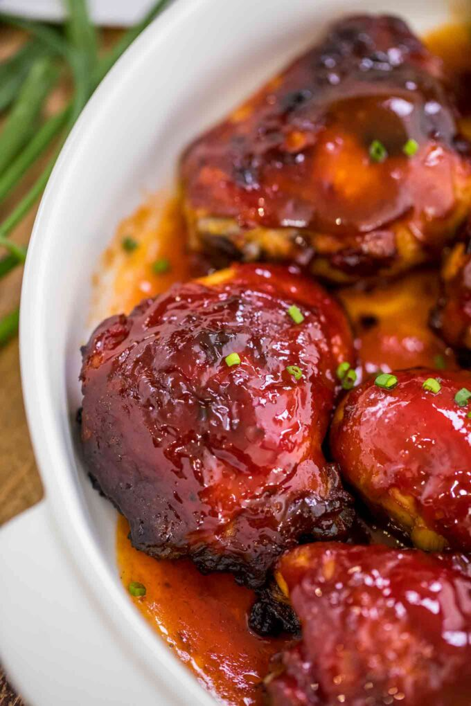 Photo of chicken legs and thighs bake din barbecue sauce.
