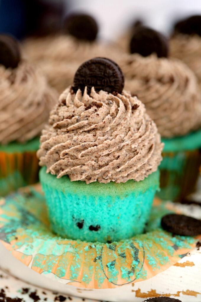 Mint Chocolate Chip Oreo Cupcakes have a refreshing mint flavor, full of chocolate chips and are topped with creamy Oreo buttercream frosting. #oreos #cupcakes #mintrecipes #sweetandsavorymeals #halloweenrecipes #stpatrickday