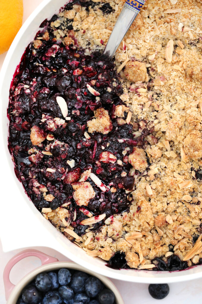 Blueberry Crisp is an easy dessert recipe made with frozen or fresh blueberries. It is ready in under one hour, and is best served with an almond topping and vanilla ice cream! #blueberries #blueberryrecipes #blueberrycrisp #sweetandsavorymeals #dessertrecipes