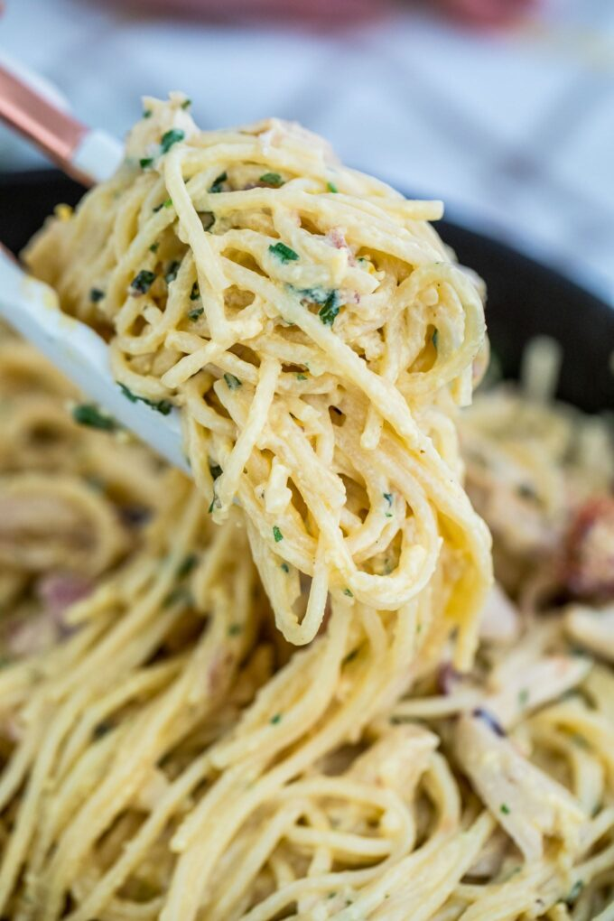 Creamy chicken carbonara pasta