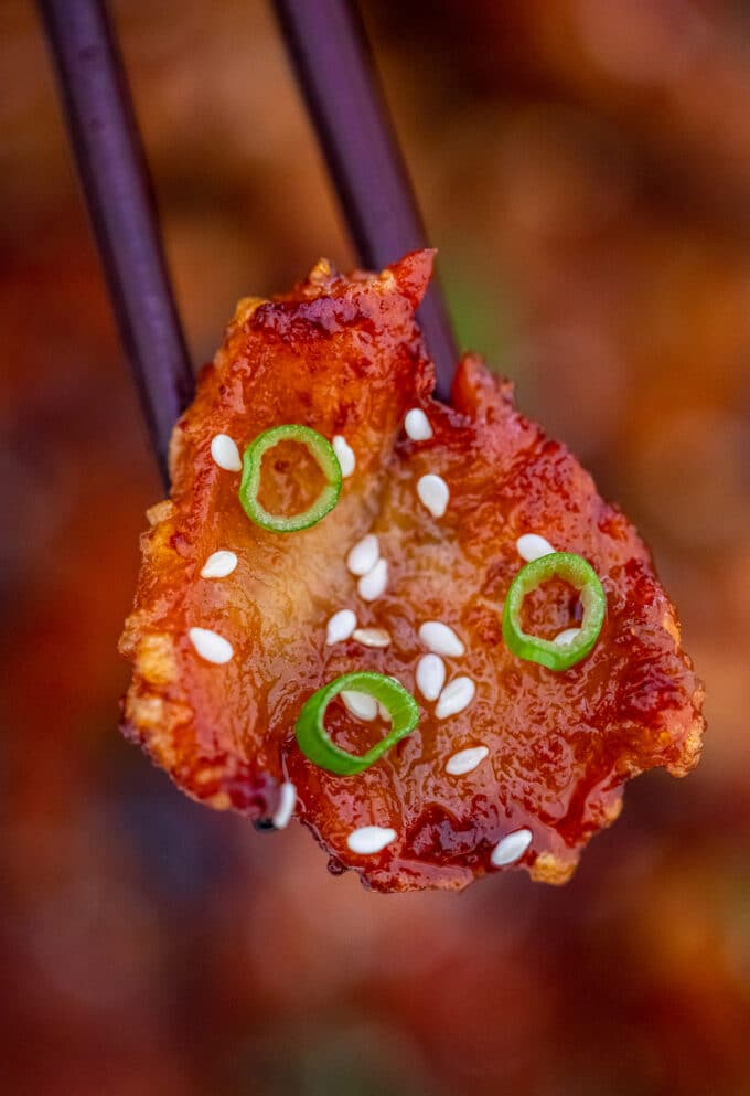 Image of Mongolian chicken with sesame seeds.