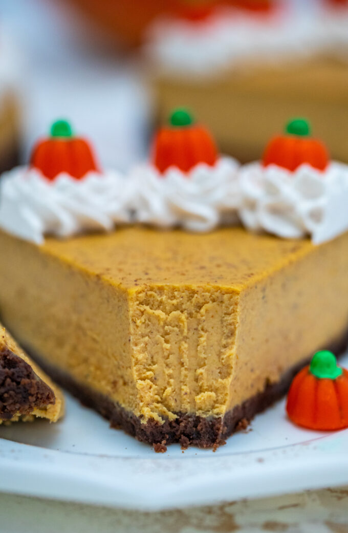 Pumpkin Cheesecake is super flavorful and delicious with just the right amount of pumpkin flavor. It is the best dessert you can have on your Thanksgiving table.  #pumpkin #pumpkincheesecake #cheesecake #thanksgiving #sweetandsavorymeals
