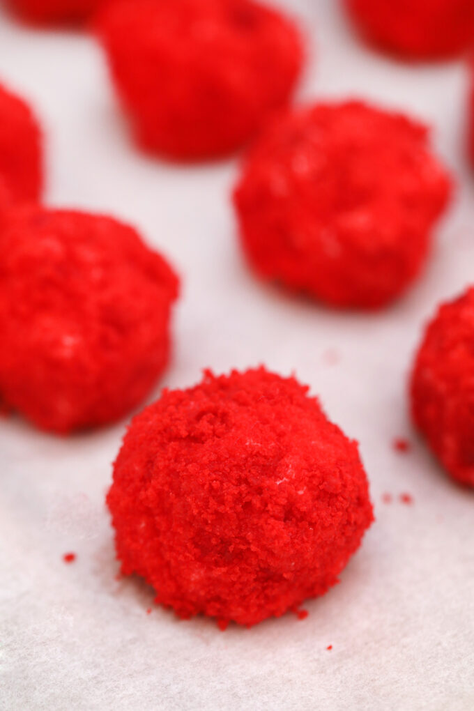 Red Velvet Cheesecake Bites are creamy and nothing but velvety! With their festive color and decadent taste, they make for a great dessert for any occasion! #cheesecake #cheesecakebites #sweetandsavorymeals #redvelvet #nobake