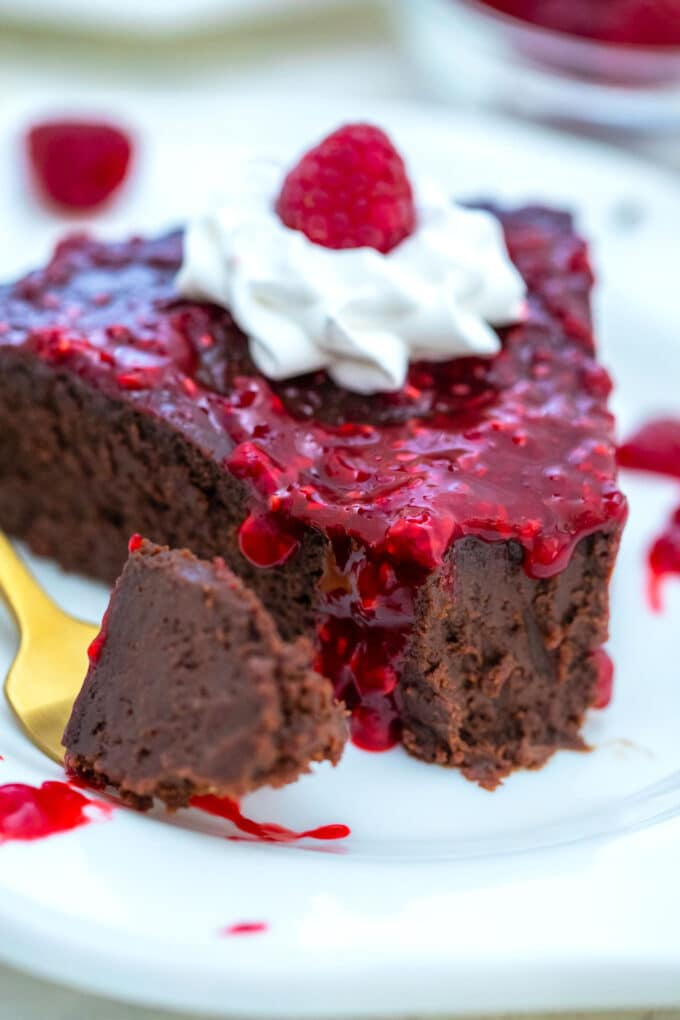 Keto Chocolate Cake is a delectable dessert that you can enjoy even when you are on a low-carb diet! It is rich, fudgy and very chocolaty! #keto #ketodeeserts #ketocake #flourlesscake #chocolatecake #sweetandsavorymeals