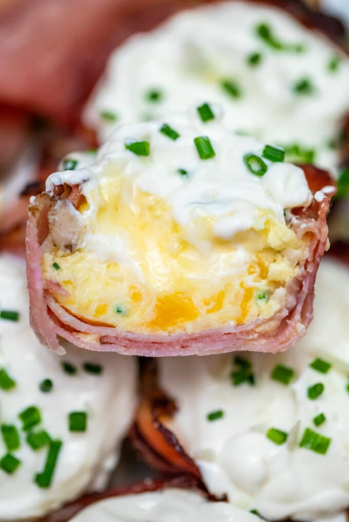 Prosciutto Cups are a great appetizer or snack made with delicious prosciutto, cheddar cheese, Grana Padano, eggs, and cream. #prosciutto #eggbites #eggmuffin #lowcarb #sweetandsavorymeals