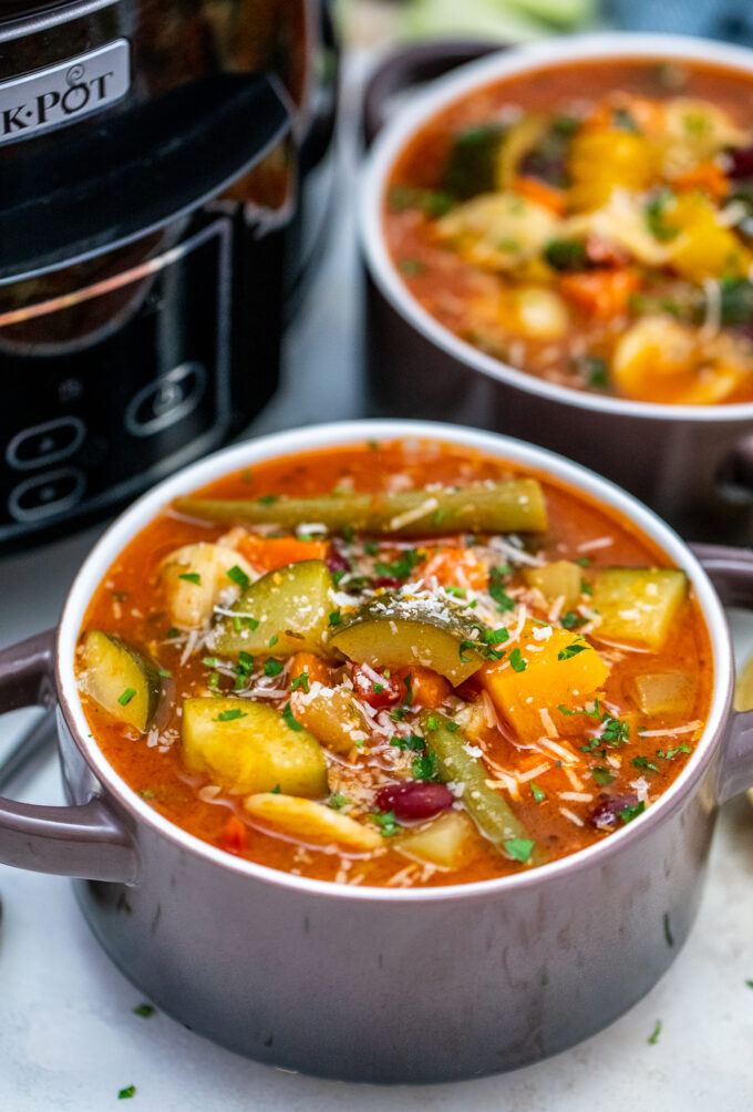 Slow Cooker Vegetarian Minestrone Soup could be your busy weeknight dinner lifesaver! It is healthy, hearty, and the perfect way to use up leftover veggies! #slowcooker #crockpotrecipes #souprecipes #ministrone #sweetandsavorymeals