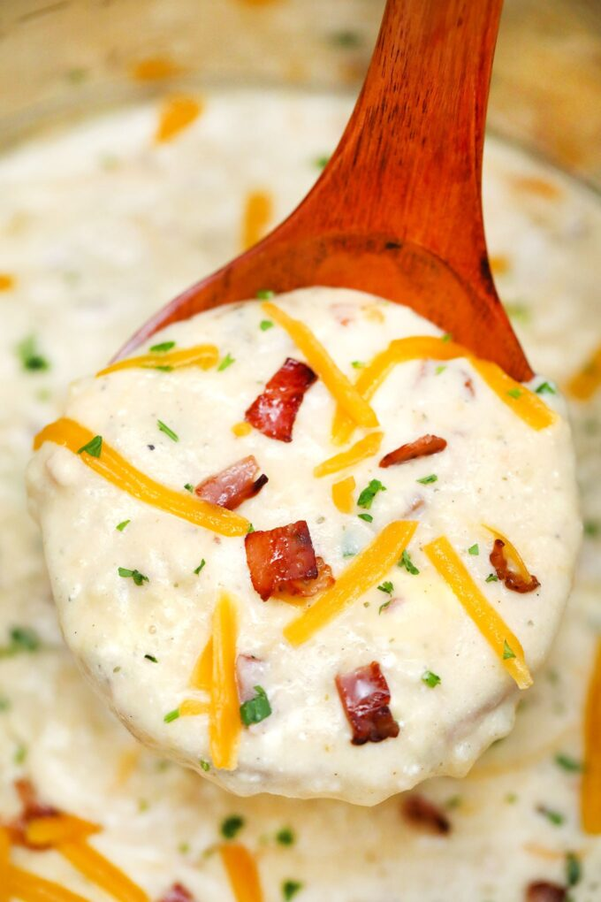Instant Pot Bacon Ranch Potato Soup. #souprecipes #instantpotrecipes #pressurecooker #sweetandsavorymeals #instantpot