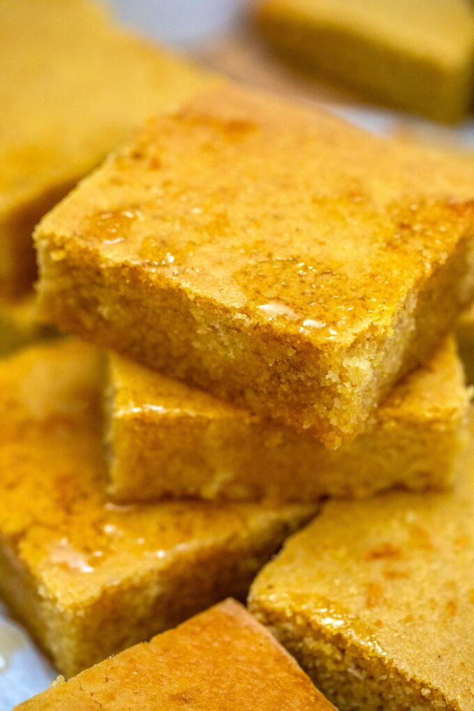 Southern Cornbread is crumbly and buttery! Done in less than an hour, this recipe gives you a quick side dish that goes well with almost anything! #cornbread #southerncornbread #southernrecipe #sidedish #sweetandsavorymeals