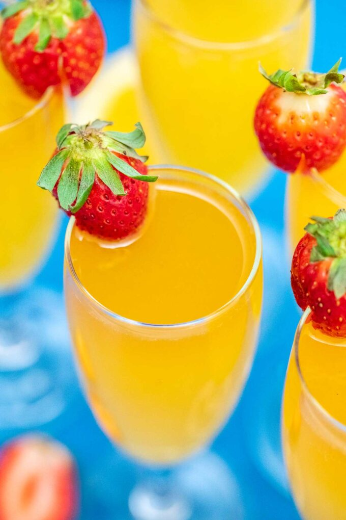 photo of mimosa and strawberries