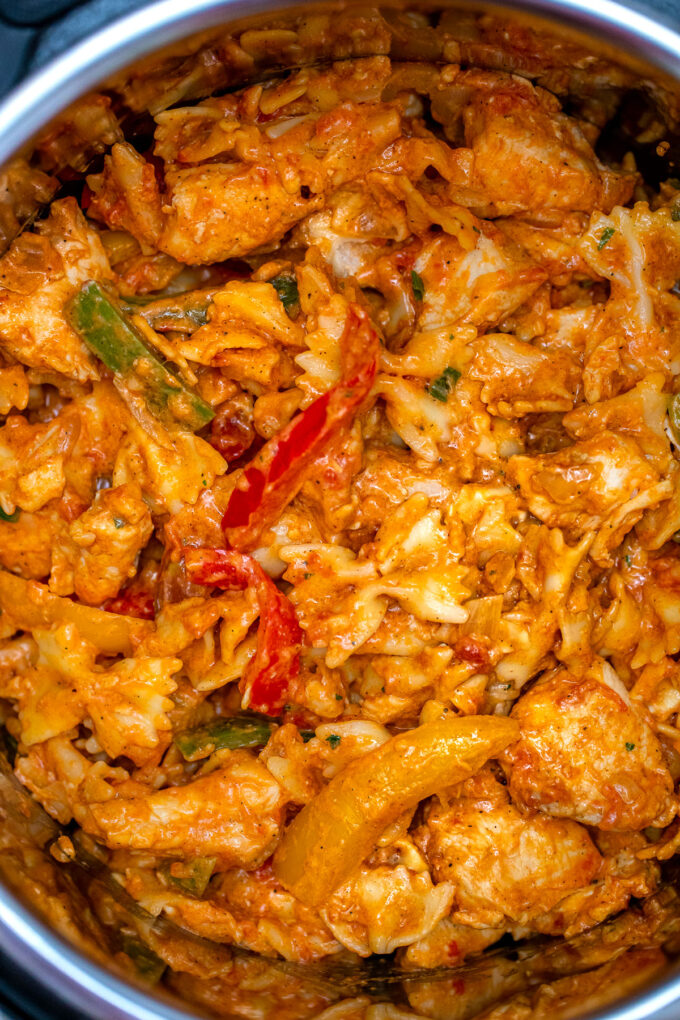 photo of instant pot chicken fajita pasta