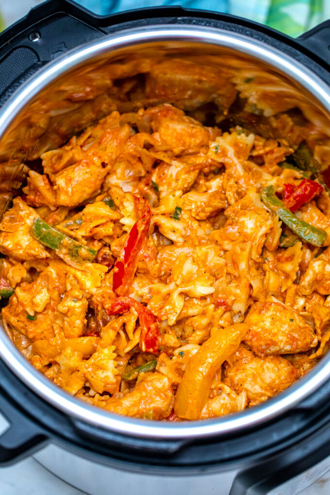 photo of pressure cooker chicken fajita pasta