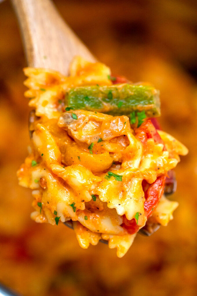 photo of a serving of chicken fajita pasta