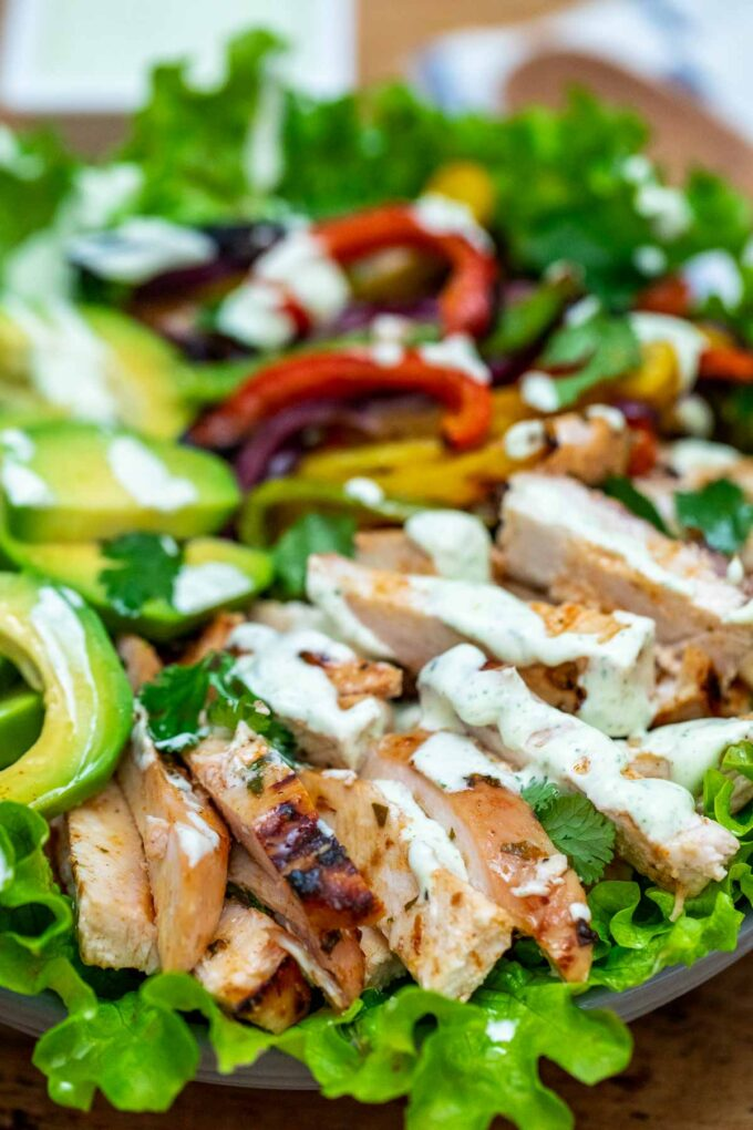 image of grilled chicken fajita salad