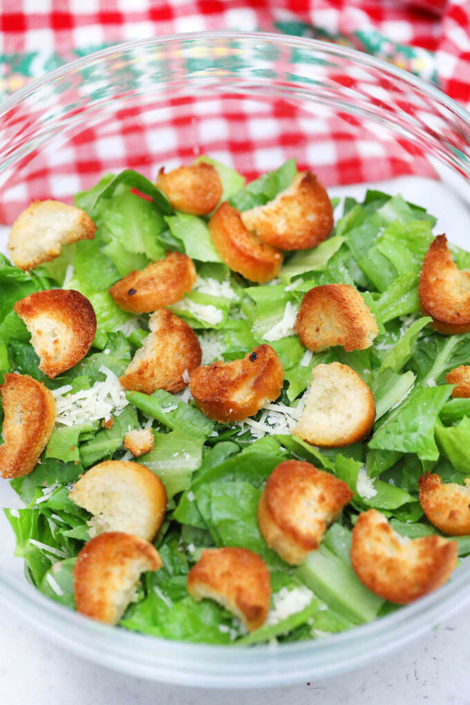Photo of how to make Caesar salad.