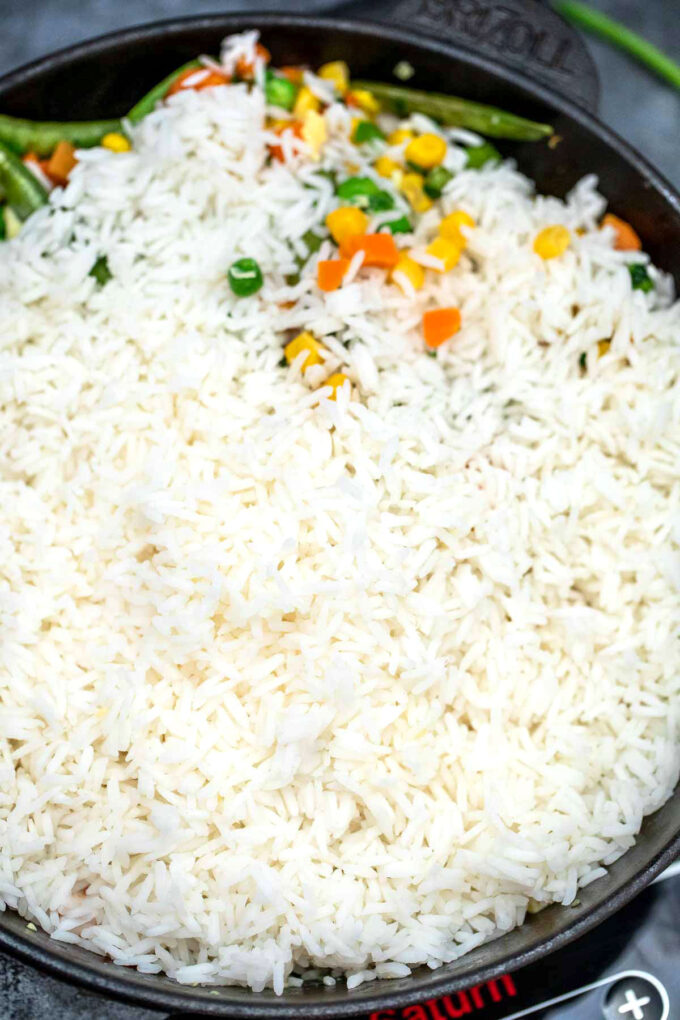 Image of cooked rice for egg fried rice.