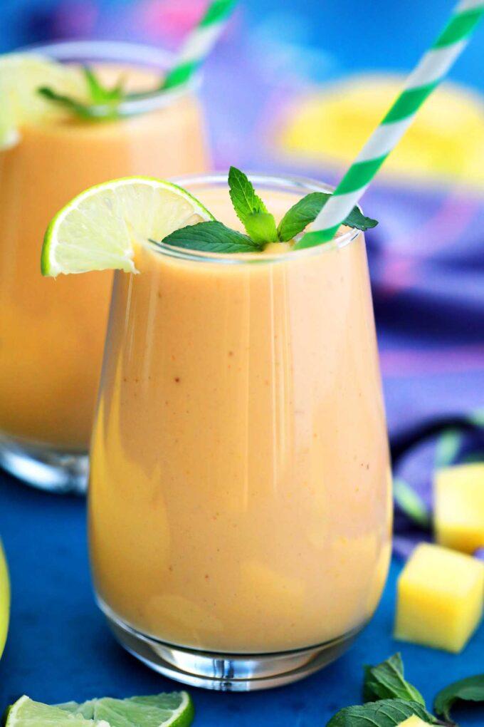 Photo of mango smoothie glasses.