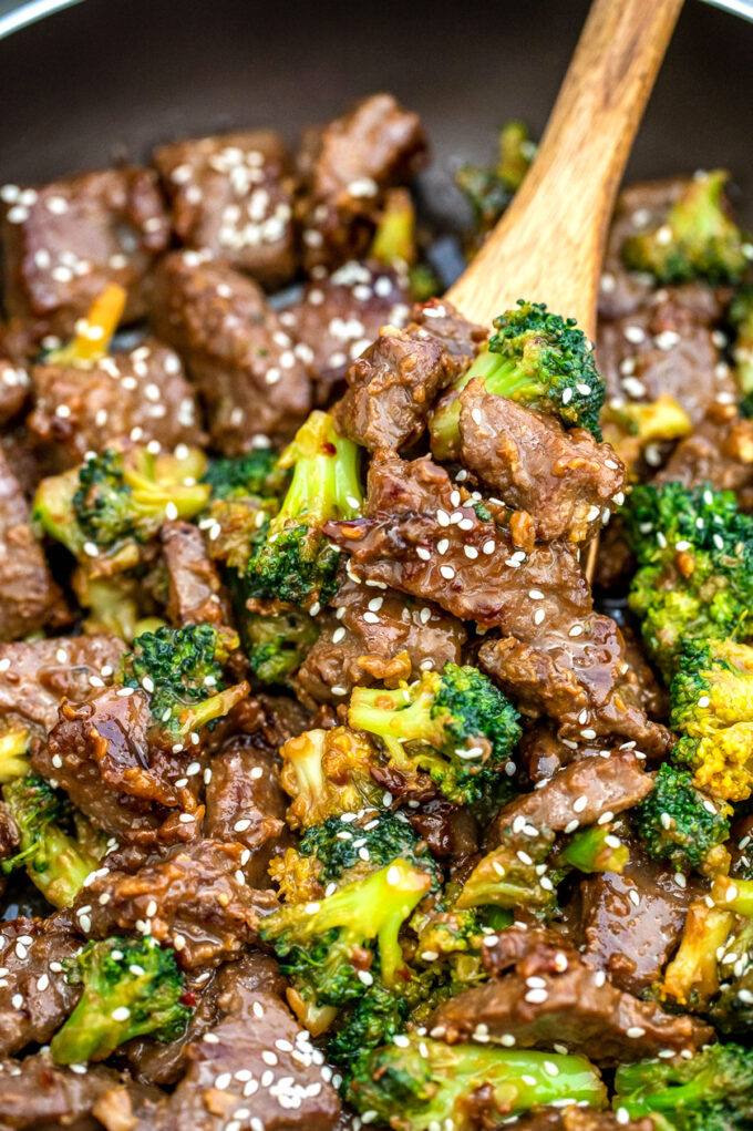 Picture of a pan of teriyaki beef and broccoli.