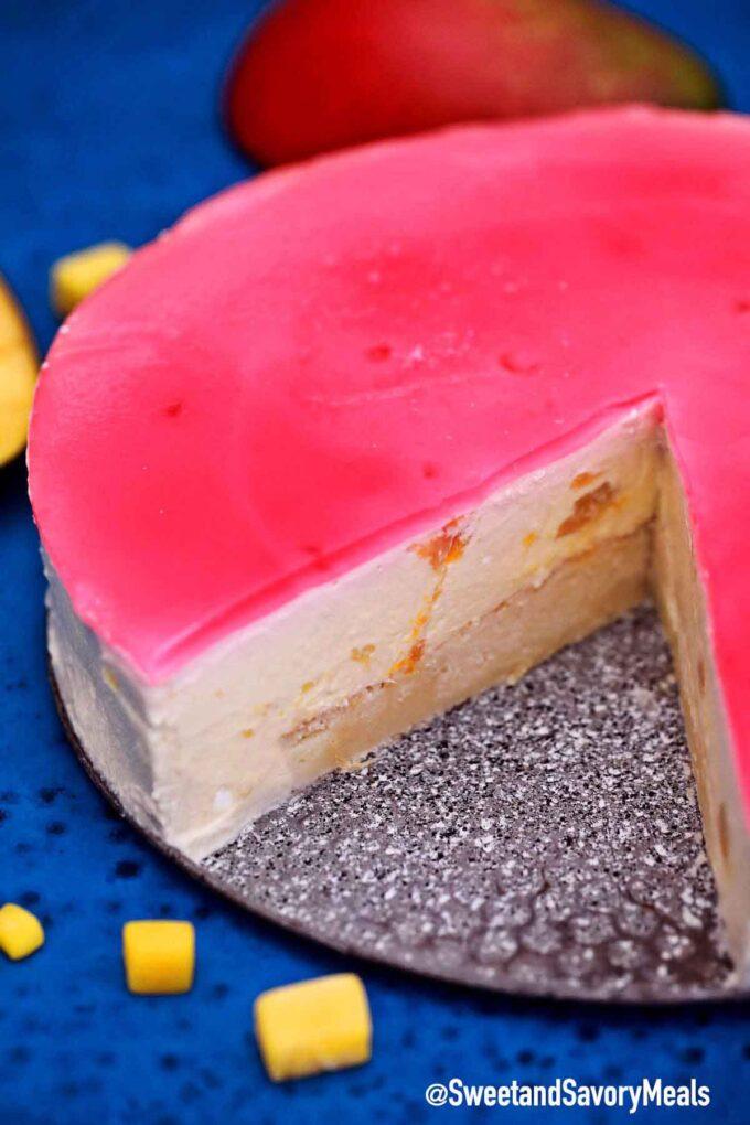 Mango mousse cake with jelly.