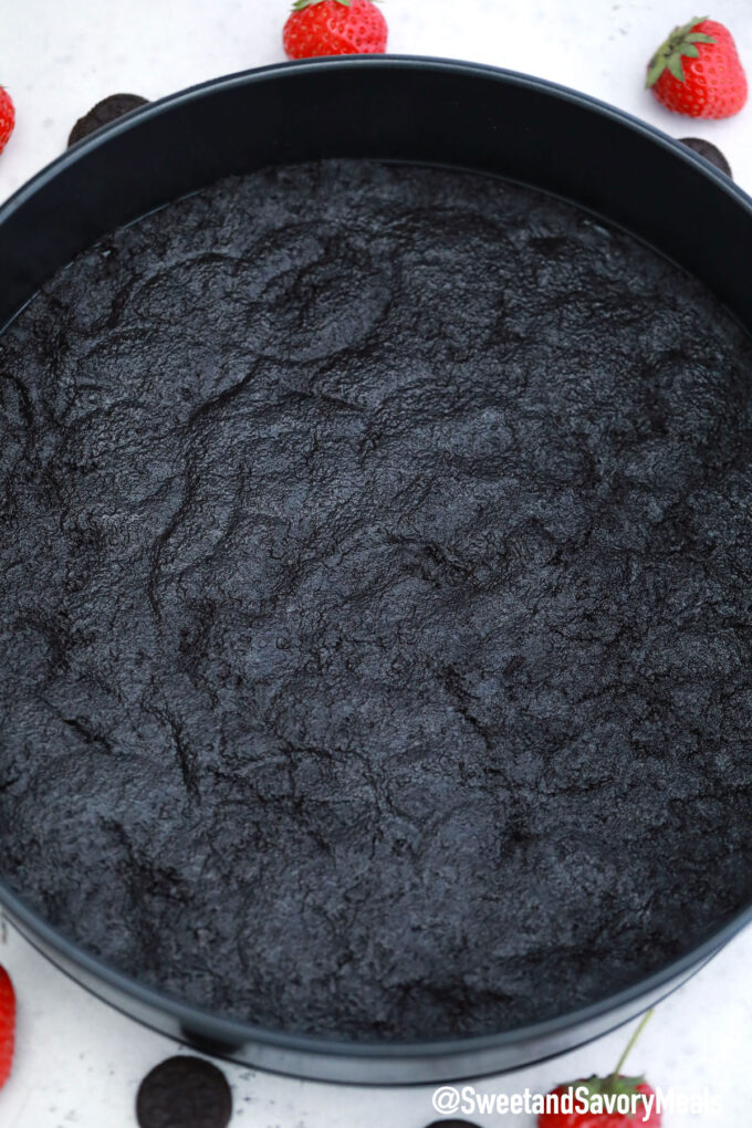 Photo of cheesecake Oreo crust.
