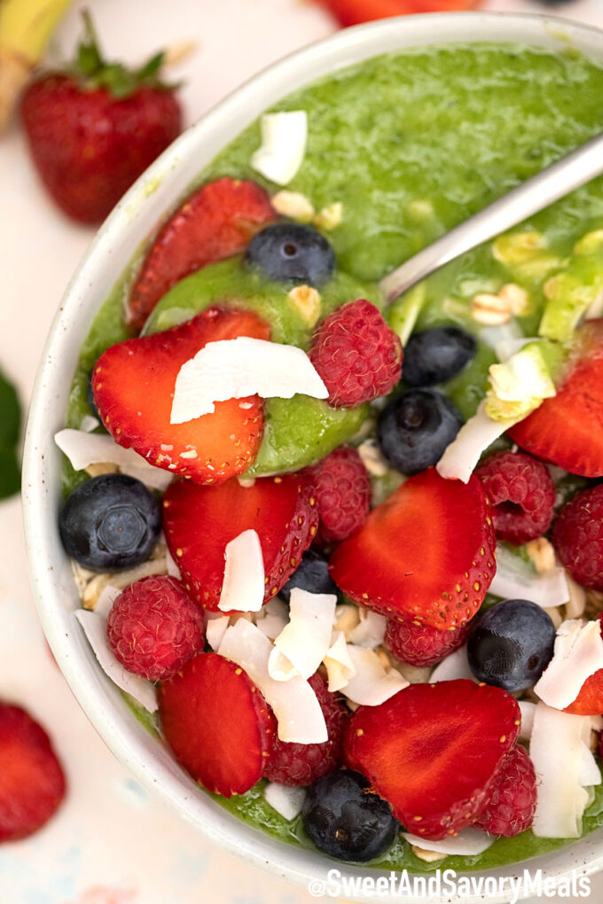 Green smoothie bowl with berries./
