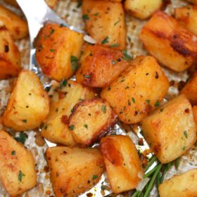 crispy garlic roasted potatoes
