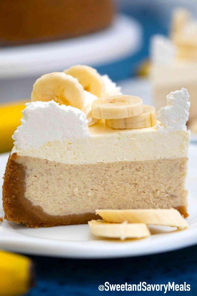 banana cream cheesecake slice