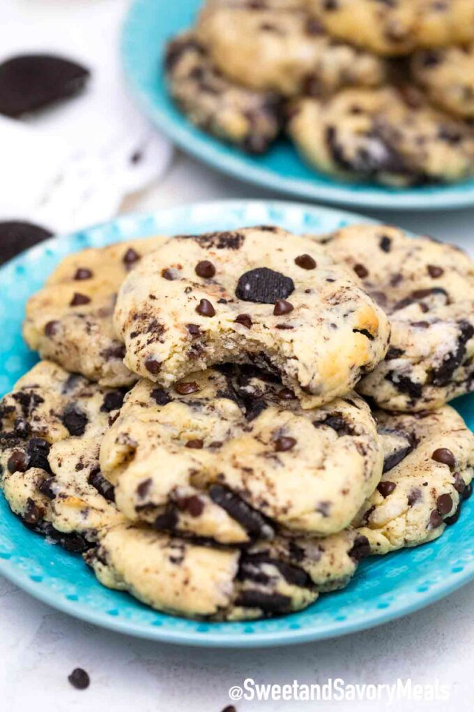 cookies and cream cookies on a plate