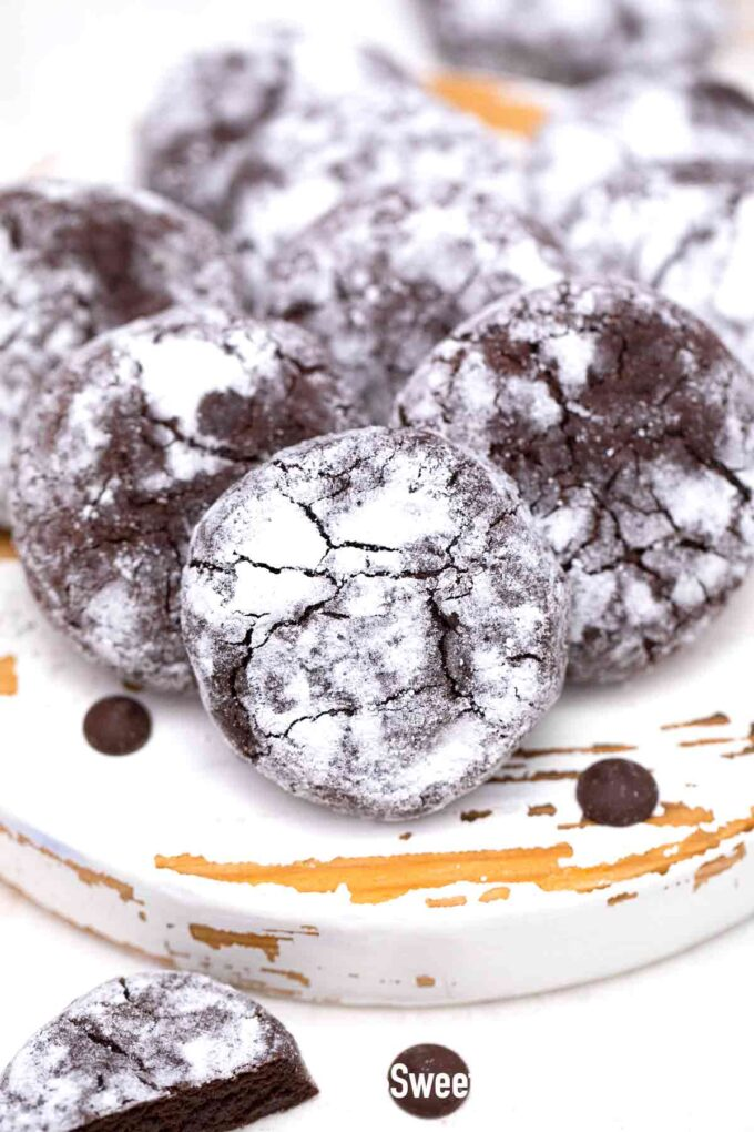 chocolate crinkle cookies dusted with powdered sugar