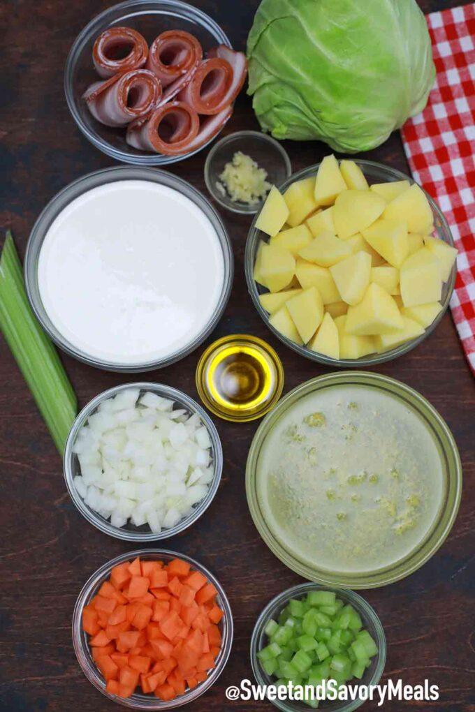 Zutaten für Kartoffel-Kohl-Suppe