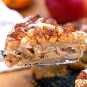instant pot apple cake slice