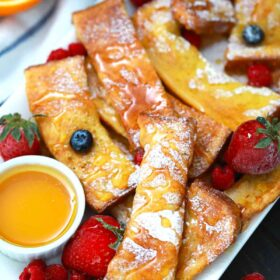 air fryer French toast sticks with berries