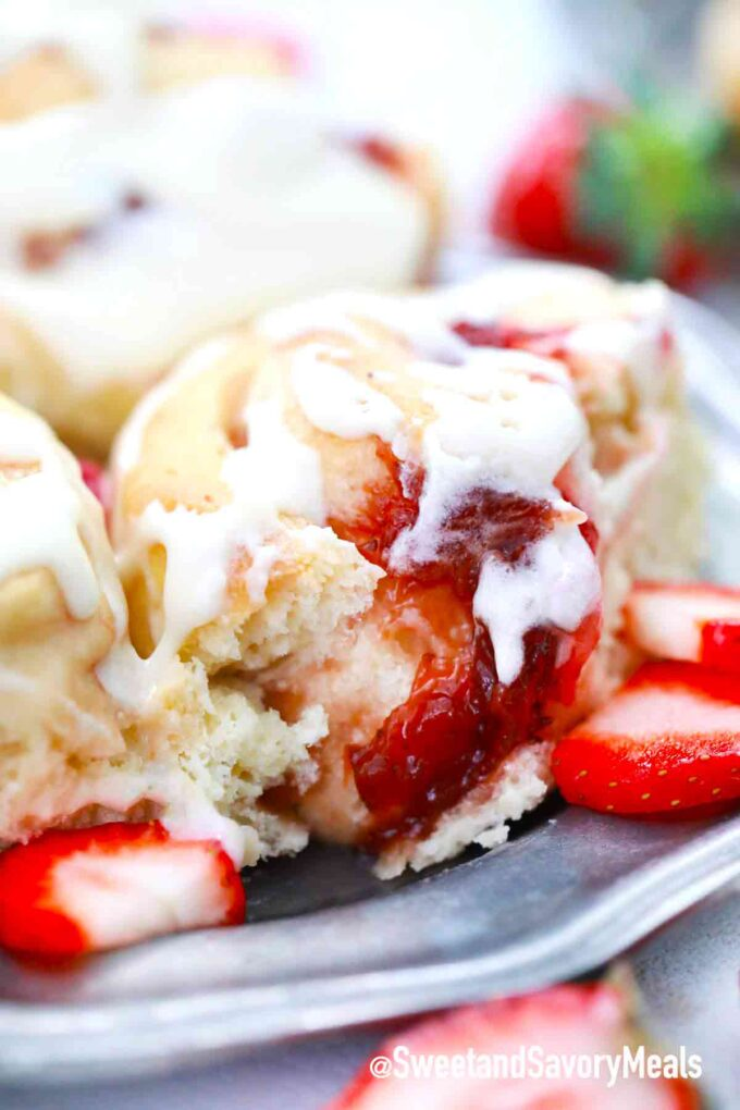 strawberry rolls with strawberry filling