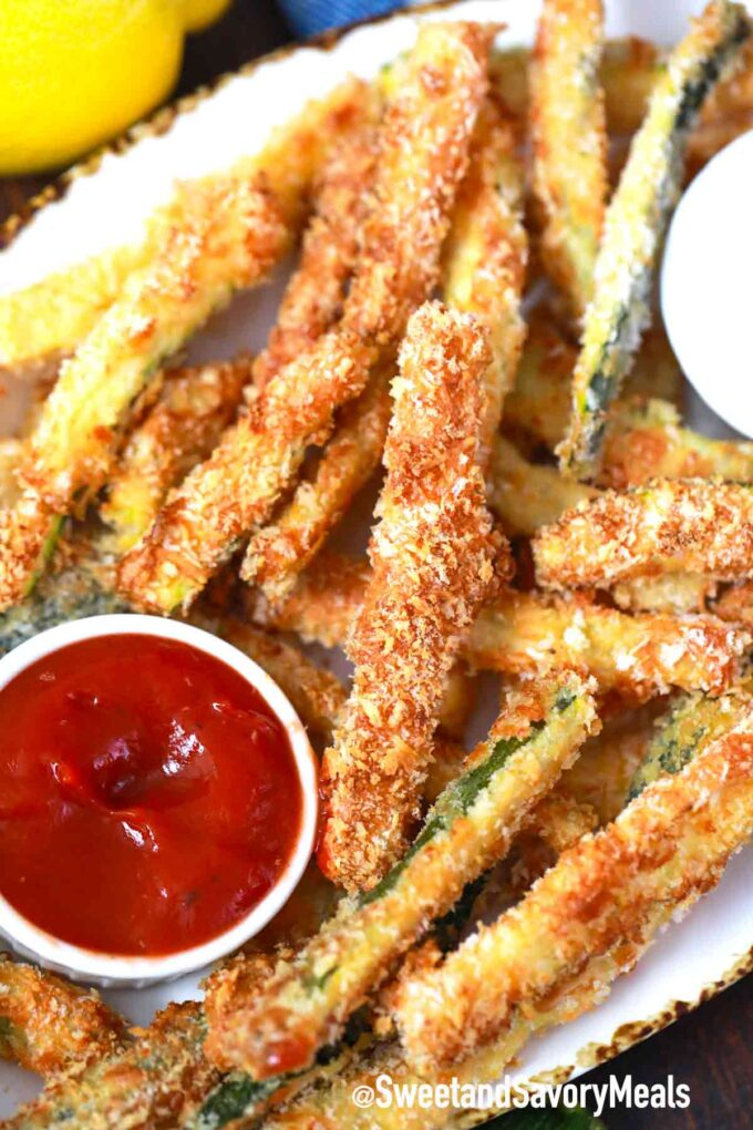 air fryer zucchini fries with dipping sauce