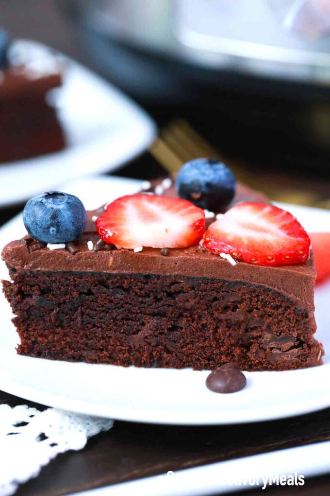 instant pot chocolate cake slice
