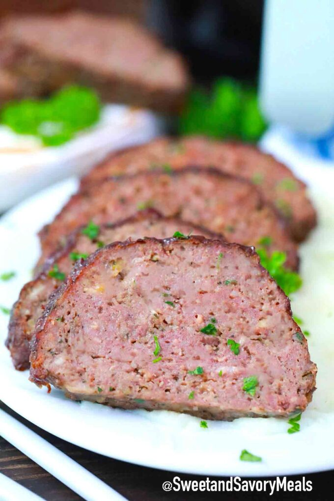 sliced meatloaf with mashed potatoes and parsley