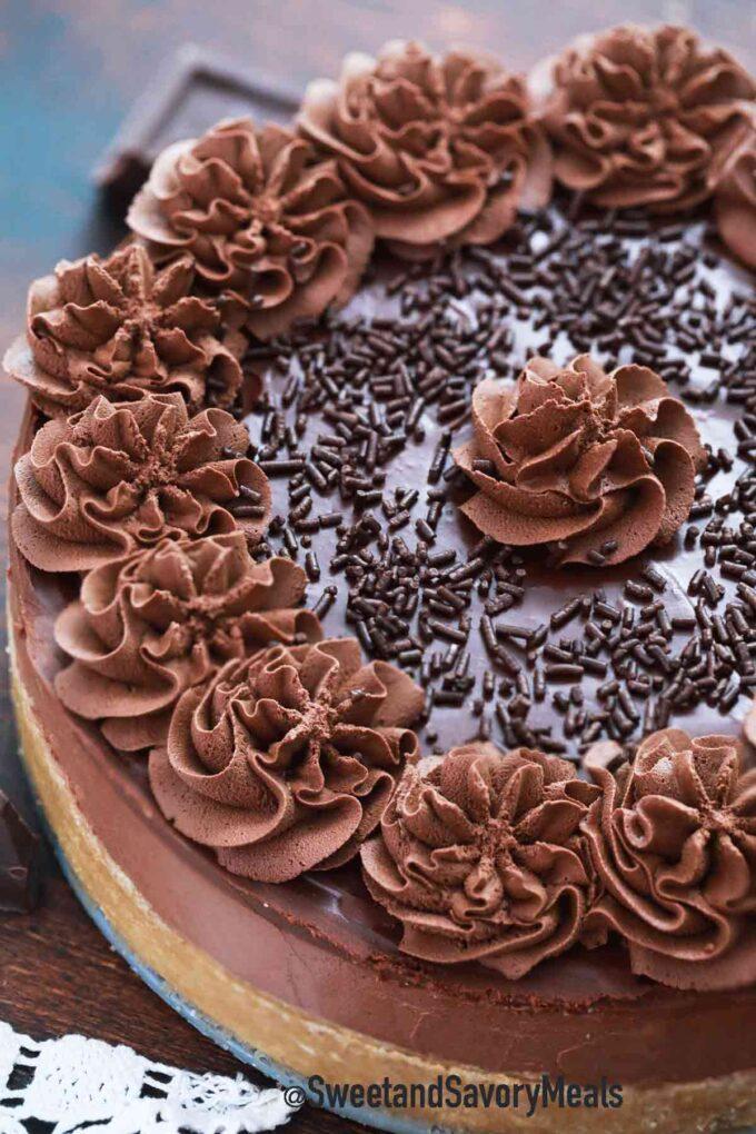 no bake chocolate cheesecake with chocolate ganache and chocolate whipped cream