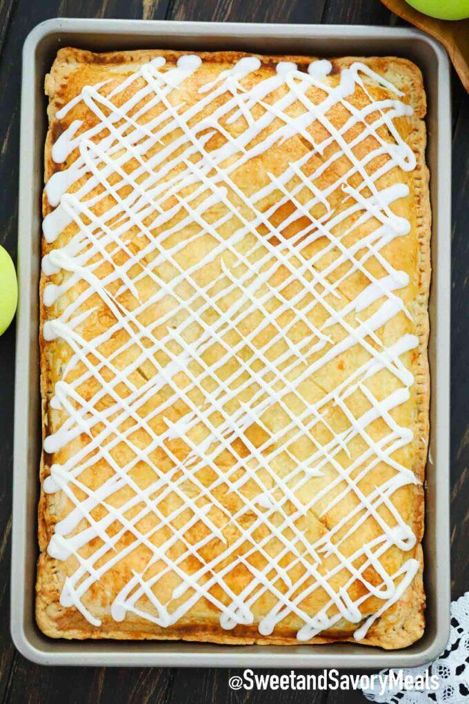 apple slab pie in a jelly roll pan